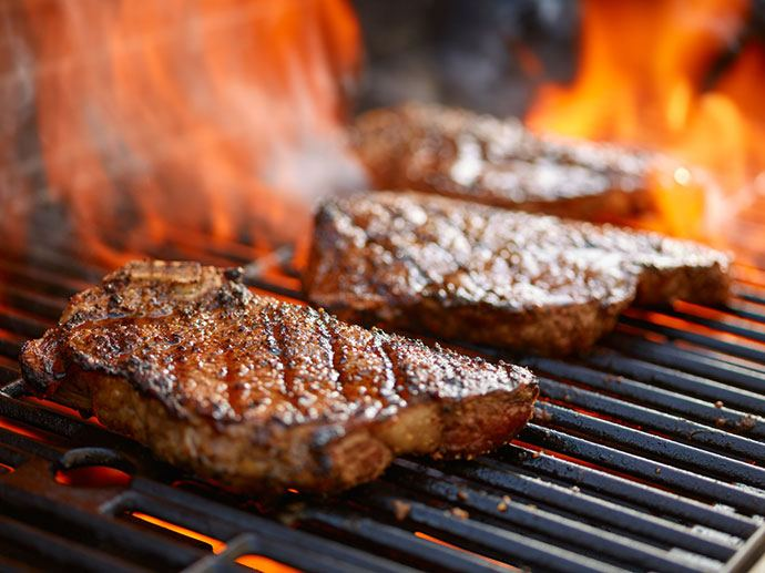 How to Reheat Steak in the Oven While Grilling It in the Skillet